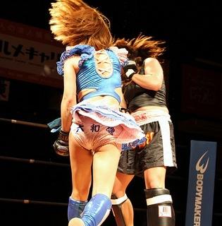 最後は右フックで山田選手のKO勝ち